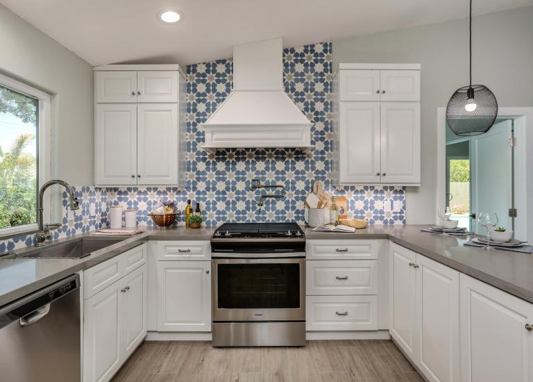 Organize Your Kitchen Cabinet to Make Your Kitchen Look More ...